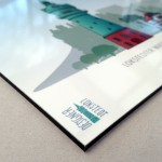 Digitaler Direktdruck auf 4 mm Alu-Dibond, kaschiert mit Anti-Graffiti-Laminat, hochglänzend